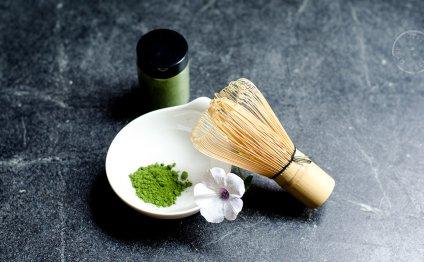 Matcha powder & chasen (bamboo